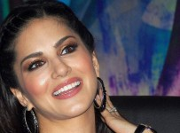 Kolkata: Actress Sunny Leone during a promotional event  of her upcoming movie in Kolkata on Tuesday. PTI Photo(PTI12_10_2013_000172A)