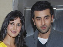 """Bollywood actors Ranbir Kapoor (R) and Katrina Kaif pose for a picture during the launch of their upcoming movie """"Ajab Prem Ki Ghazab Kahani"""" in Mumbai October 1, 2009. The movie is directed by Rajkumar Santoshi and is scheduled to be released on November 6. Picture taken October 1, 2009. REUTERS/Manav Manglani (INDIA ENTERTAINMENT) - RTXP77T"""