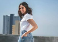 Deepika Levis Jeans Controversy